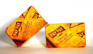 Caja-edición-oro-PayPay-diagonal
